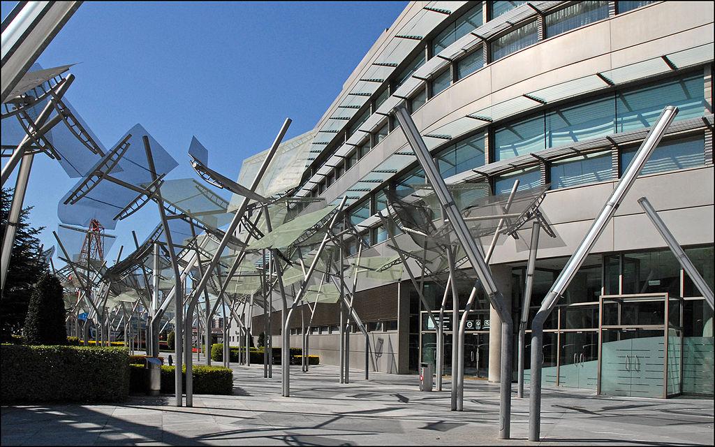 1024px-Le_palais_Euskalduna_des_congrès_et_de_la_musique_(Bilbao)_(3445669836).jpg